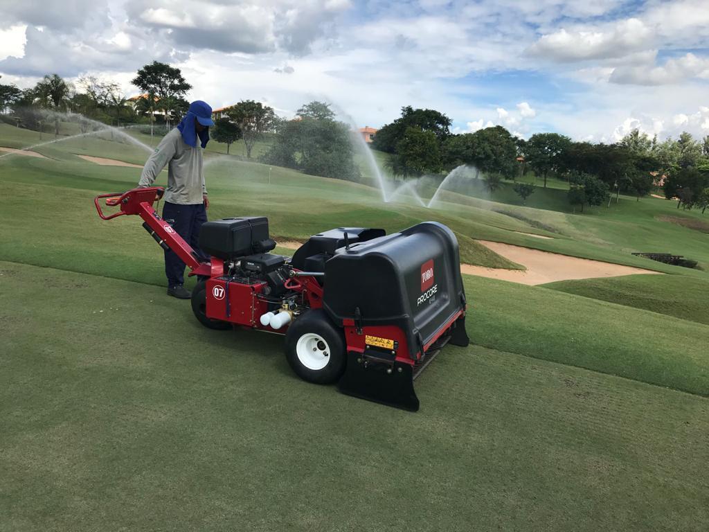 Serviços efetuados no Campo de Golf da Fazenda da Grama, equipamento utilizado Procore 648
